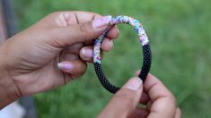 Handmade Bracelets made accessories videos The Perfect Gift Bracelet Crafts, Seed Bead Bracelets, Seed Bead Jewelry, Wire Jewelry, Jewelry Crafts, Beaded Jewelry, Jewelery, Crochet Beaded Bracelets, Diy Schmuck