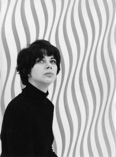 Bridget Riley, pioneer of the Op Art movement. Victor Vasarely, Famous Artists, Great Artists, British Artists, Bridget Riley Op Art, Portraits, Artist At Work, Artist Bio, Online Art