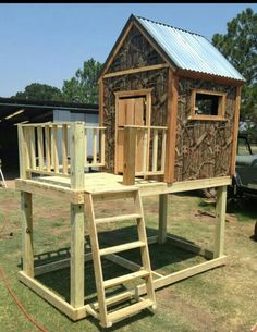 Mossy oak kids playhouse oh my Isaac and Aiden would love this! Kids Playhouse Plans, Build A Playhouse, Playhouse Outdoor, Backyard Fort, Backyard Plan, Backyard Ideas, Garden Ideas, Cubby Houses, Play Houses
