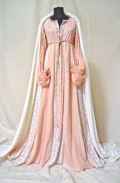 Costume design for Romeo and Juliet by Swarovski and costumer Carlo Poggioli Medieval Fashion, Medieval Dress, Medieval Clothing, Historical Clothing, Victorian Fashion, Historical Dress, Old Dresses, Pretty Dresses, Vintage Dresses