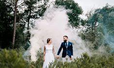 Een bruidspaar met tattoos en fantastische foto's met rookbommen!