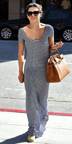 JENNA DEWAN-TATUM  If you plan to live in maxis this summer (join the club!), you're going to need some tricks to dress them up. Jenna gives her casual piece an uptown vibe by pairing it with a ladylike handbag, but you can also throw on a cropped jacket and wedges to take the look from day to night.
