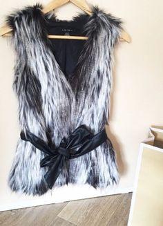 Kupuj mé předměty na #vinted http://www.vinted.cz/damske-obleceni/vesty/18517266-chlupata-vesta-amisu-vel-xs