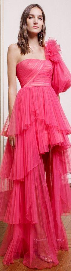 Spring 2019 haute couture alberta ferretti fresas, fucsia, moda femenina, m Pink Fashion, Party Fashion, Fashion 2020, Couture Fashion, Love Fashion, Fashion Spring, Fashion Brands, Luxury Fashion, Moda Coral