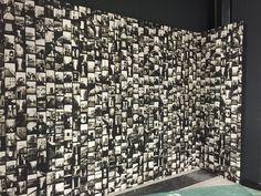 La parete, con il soggetto Venice di Paolo Nicola Rossini, durante l'allestimento #wallpepper #interiordesign #design #miafair #design #cartadaparati
