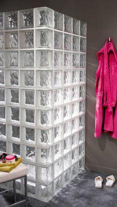 idée séduisante: les briques de verre comme pare-douche