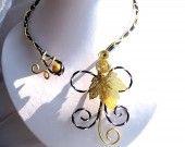 Collier Feuille dorée  http://www.alittlemarket.com/boutique/les_secrets_d_alena-215706.html