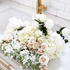 Celebrating getting halfway through the week with fresh blooms. Happy Wednesday, babes!    #Regram via @cameronproffitt