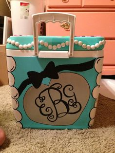 Tiffany cooler with a monogram <3