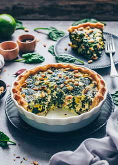 This vegan spinach quiche is creamy, cheesy & delicious! It's an easy vegan quiche recipe baked in homemade pie crust. Perfect for breakfast, brunch & lunch Spinach Feta Quiche, Quiche Vegan, Spinach Tart, Vegan Feta Cheese, Spinach Quiche Recipes, Gourmet Recipes, Vegan Recipes, Vegan Food, Recipes