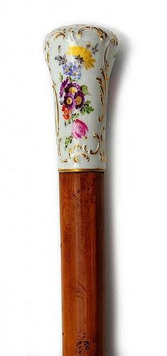 Porcelain handle with embossed rocaille decor, polychrome painted flowers and gilding. At the bottom of the blue underglaze Meissen mark. Cane of Spanish rattan, with a tip made of horn. Meissen, 19th century, length 95 cm.