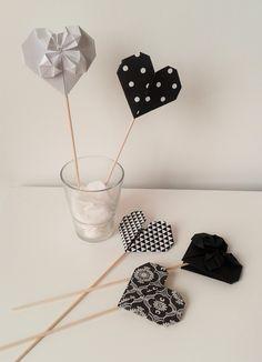 Bouquet de coeurs origami en noir et blanc : Accessoires de maison par tresors-d-enfance