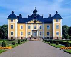 A Swedish castle. Villas, Castle On The Hill, Winter Palace, Old Mansions, Casa Real, Grand Homes, Old Buildings, Europe, Place Of Worship