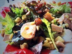 Una de nuestras ensaladas, siempre tenemos muchas diferentes! Restaurante Vinoteo Oviedo. c/ Campoamor, 29, Oviedo. T 984 08 16 96 #Asturias #Gastronomía #Calidad #ComidaCasera #Menu #HoraDeCenar #HoraDeComer #Comida #Comer #OviedoEstaDeModa #Foodie #FoodieLovers #Menú #GastroLovers #Fame #Vino #Vinos #IrDeVinos #Gastronomia #FoodPorn #Yummy
