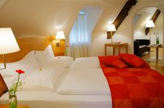 gemütlich nächtigen in der Landhaus Suite im ARCOTEL Castellani Salzburg #hotel #sleep #Suite Hotels, Restaurant, Bed, Furniture, Home Decor, Farmhouse, Decoration Home, Stream Bed