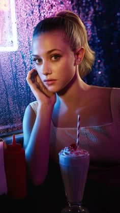 Betty Cooper Riverdale, Riverdale Betty, Riverdale Cast, Veronica Lodge Riverdale, Riverdale Netflix, Riverdale Characters, Cheryl Blossom, Movie Wallpapers, Phone Wallpapers