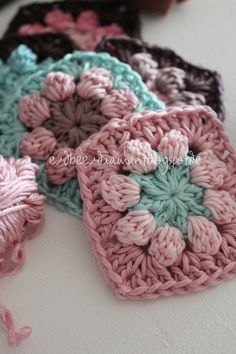 Nice colors and a really cool pattern. Love Crochet, Beautiful Crochet, Diy Crochet, Crochet Crafts, Yarn Crafts, Crochet Flowers, Crochet Baby, Crochet Projects, Crochet Blocks