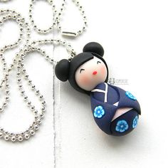 Kokeshi Doll in polymer clay(Fimo) Each pendant is handmade in polymer clay without the use of molds. The chain of the necklace is nickel free. Pendant size: about 3,5 cm Chain lenght: 70cm Colour of the chain: silver ------------------------------------------------------- All polymer