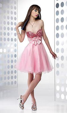 Vestidos de 15 años, muy importante para las chicas que van a celebrar su cumpleaños de 15. Un vestido bonito de quince años es muy necesario para pasar el día inolvidable.