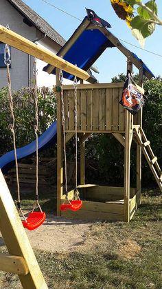 Die #Spielanlage Premium M besteht aus einem #Spielturm mit #Doppelschaukel, #Sandkasten und Dachplane. Bausatz aus imprägnierten Kanthölzern zum einfachen Aufbau. Am Spielturm kann eine Rutsche mit 3 m angebracht werden.