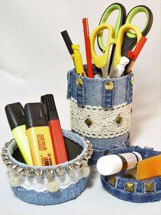 Jeans REcycling - Naehtissimo, persönliche Geschenke/Unikate, Handgemacht mit viel Liebe, Einzelstück, Jeans Recycling, total ausgefranst, Taschen, Kosmetiktaschen, Portemonnaie, Necessaire, Schlüsselboard, Minions Jeans Recycling, Toothbrush Holder, Minions, Scrappy Quilts, Spikes, Taschen, Presents, The Minions, Minion Stuff