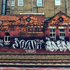 view from the tube platform (via tifinger) Jubilee Line, North London, Great Restaurants, More Pictures, Great Britain, United Kingdom, Scotland, Street Art, Tube