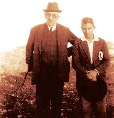 Authors Pavlos Nirvanas and a young Nikos Kavvadias, Travel Around The World, Around The Worlds, His Travel, Authors, Writers, Greek, San, Adventure, 1920s