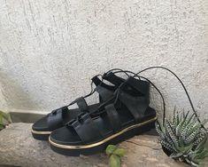 5 εμπνευσμένοι τρόποι να συνδυάσετε τα σανδάλια lace up που θα αγοράσετε. Δοκιμάστε τα τώρα! Fashion Articles, Birkenstock Milano, Blog, Shoes, Zapatos, Shoes Outlet, Blogging, Footwear, Shoe