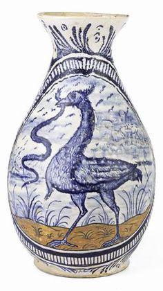 Ansa a nastro, decoro blu e ocra con il motivo dello struzzo che becca il serpente, cm. 35 h., Faenza.