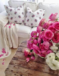 Clever idea using flowers in the same colors as those on the cushions