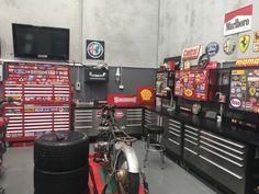 Barn Garage, Garage Tools, Man Cave Garage, Garage Shop, Diy Garage, Garage Renovation, Garage Interior, Motorcycle Workshop, Garage Workshop Organization