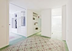 Renovated apartment by Romero Vallejo Arquitectoshttp://www.dezeen.com/2013/08/11/renovated-apartment-by-romero-vallejo-arquitectos/