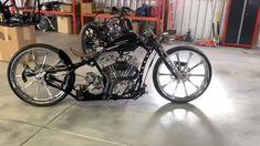 Substrat d'essence radical ! Custom Moped, Bobber Custom, Custom Choppers, Custom Harleys, Custom Motorcycles, Custom Bikes, Custom Cars, Chopper Motorcycles For Sale, Chopper Bike
