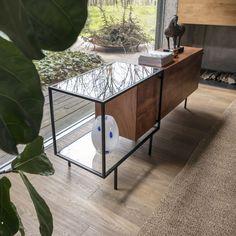 Modular Furniture, Design Furniture, Metal Furniture, Modern Furniture, Living Room With Fireplace, Living Room Decor, Fireplace Remodel, Wooden Cabinets, Home Furnishings