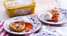 Tartes de ameixa vermelha com gelado Carte D'Or