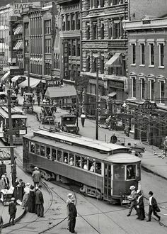 This shot of #Cincinnati circa 1912 features Main Street from Fountain Square #history #vintage
