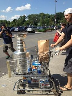 Dustin Brown goes to the grocery store with the cup
