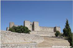 """El castillo se Trujillo fue construido por los árabes en la segunda mitad del siglo IX, en la zona más elevada del cerro rocoso denominado """"Cabezo…"""