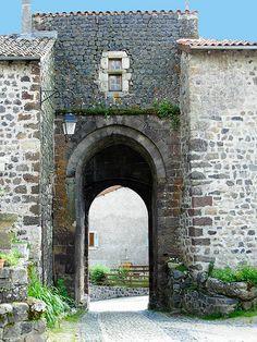 Porte du bourg d'Arlempdes   by Marie-Paule Ladreyt Poitiers, Château Fort, Beaux Villages, Chapelle, Rhone, Loire, Brooklyn Bridge, Cottages, Arch