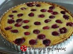 Clafoutis, a french dessert that can be made with any small fruit such as cherries, blueberries, or strawberries. French Dessert Recipes, Cake Recipes, French Sweets, Cherry Clafoutis, Baking Classes, Custard Cake, No Bake Desserts, Yummy Treats, Favorite Recipes