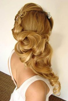 Soooo growing my hair out. This beautiful <3