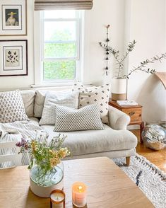 Small Living Rooms, Home And Living, Living Area, Living Room Designs, Living Room Decor, Living Spaces, Living Room Inspiration, Home Decor Inspiration, Small House Decorating
