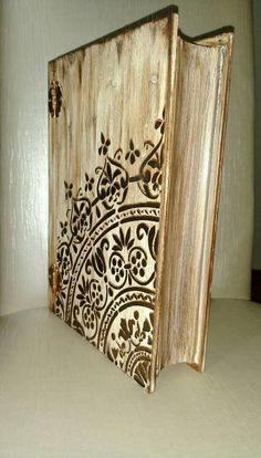 Mixed Media Boxes, Steampunk Crafts, Decoupage Box, Painted Books, Dollar Store Crafts, Handmade Books, Wooden Boxes, Painting On Wood, Wood Art