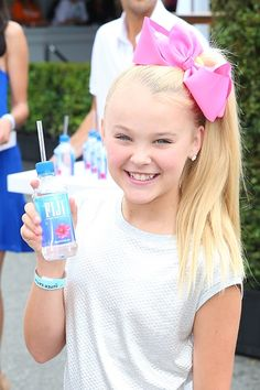 American dancer JoJo Siwa is perhaps best known for her appearance in the Lifetime reality series, Dance Moms.What is her 2017 net worth? Jojo Siwa Bows, Jojo Bows, Dance Moms Dancers, Dance Moms Girls, Jojo Siwa 2016, Jojo Siwa's Phone Number, Jojo Juice, Kendall, Jojo Siwa Outfits