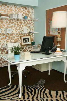 Elegant home office style | Elegant home office decoration ideas  | www.bocadolobo.com/ #homeofficeideas #homeofficedecoration