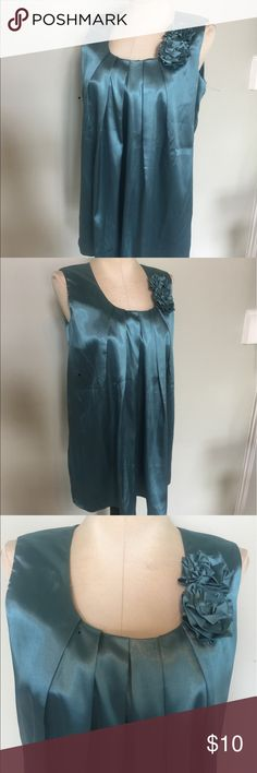 """New Newport News Tunic Top Nice sleeveless Top by Newport News.Bust Measures 35"""" .I would say this is a Sz M/L.But please check your measurements.Bust 35"""",length 29"""".New condition. Newport News Tops Tunics"""