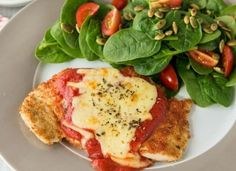 Read our delicious recipe for Chicken Parmigiana With Salad, a recipe from The Healthy Mummy, which is a safe and yummy way to lose weight. Healthy Mummy Recipes, Healthy Pastas, Easy Chicken Recipes, Healthy Chicken, Diet Recipes, Cooking Recipes, Recipe Chicken, Savoury Recipes, Cheese Recipes