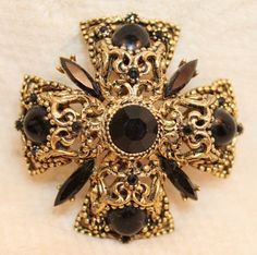 Vintage Florenza Maltese Cross Jet Black Brooch Pin Necklace Pendant is a magnificent statement brooch or necklace pendant.  The maltese cross is an antiqued filigreed design with a round faceted blac