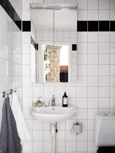 Стильный шведский дом расположился в Стокгольме. Дизайнеры при проектировании решили отойти от современной практики в цветовой палитре и применили в отделке светлые оттенки серого, зеленого и цвет «белый перец».