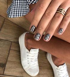 Semi-permanent varnish, false nails, patches: which manicure to choose? - My Nails Trendy Nails, Cute Nails, Hair And Nails, My Nails, Nail Art Designs, Shellac Manicure, Mani Pedi, Beautiful Nail Designs, Nagel Gel